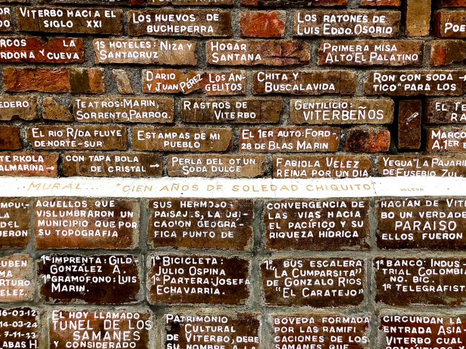 Pared con frases